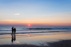 Silhouettes of a couple enjoying the sunset on the atlantic ocean Royalty Free Stock Photography