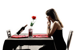 Silhouettes de attente de dîner de femme d'amant Image libre de droits