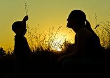 Silhouettes de coucher du soleil Photographie stock libre de droits