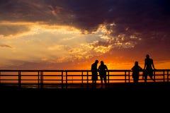 Silhouettes de coucher du soleil Photos stock
