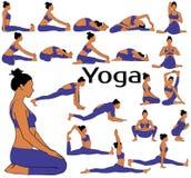 Silhouettes de femme dans l'étirage de pratique de yoga de costume photo stock