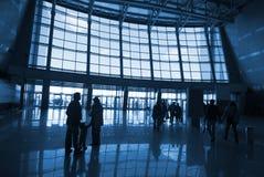 Silhouettes de gens à l'aéroport Images libres de droits