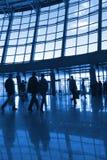 Silhouettes de gens à l'aéroport Photos libres de droits