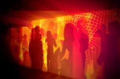 Silhouettes de la danse de personnes Photographie stock