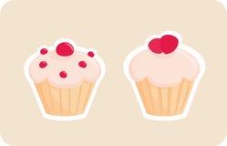 Silhouettes de petits gâteaux avec la fraise rouge sur le dessus Photos stock
