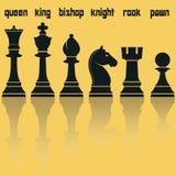 Silhouettes de pièces d'échecs avec la réflexion Vecteur Images libres de droits