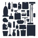 Silhouettes de service de nettoyage Placez les outils de nettoyage de maison, le détergent et les produits de désinfectant, équip Photo stock