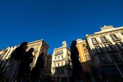 Silhouettes de touriste dans le Las Ramblas Images stock