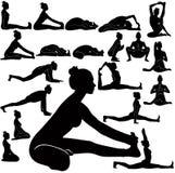 Silhouettes de vecteur des exercices de pratique de yoga de fille Image libre de droits