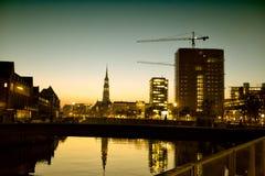 Silhouettes de ville de Hambourg la nuit Images libres de droits