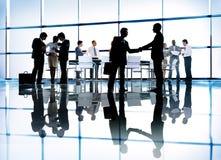 Silhouettes des gens d'affaires d'entreprise divers Photo stock