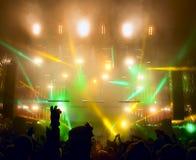 Silhouettes des gens et des musiciens Photo stock