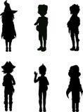 Silhouettes des gosses dans des procès de veille de la toussaint Images stock