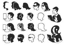 Silhouettes des personnes employant l'électronique Images libres de droits