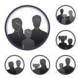 Silhouettes des personnes, parents et enfants, dans le cadre Photos stock