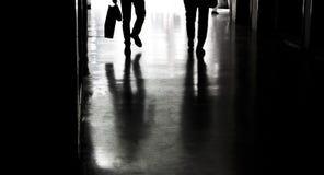 Silhouettes et ombres dans la ville Photo libre de droits