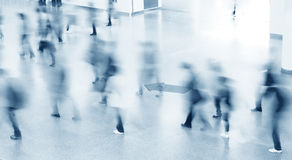 silhouettes för folk för byggnadsingång moderna till Royaltyfri Fotografi