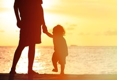 Silhouettes of father and little daughter walking Royalty Free Stock Photography