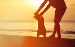 Silhouettes of father and little daughter walking Royalty Free Stock Images