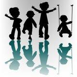 Silhouettes heureuses d'enfants Illustration de Vecteur