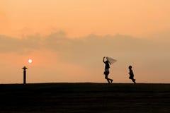Silhouettes heureuses d'enfants Image libre de droits
