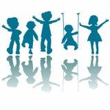 Silhouettes heureuses de petits gosses Image libre de droits