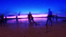 Silhouettes jouant le football clips vidéos