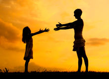 Silhouettes of mother and daughter meeting Royalty Free Stock Photos