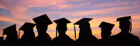 Free Silhouettes Of Students With Graduate Caps In A Row On Sunset Background. Graduation Ceremony Web Banner Stock Images - 173007714