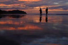 silhouettes på stranden Royaltyfri Foto