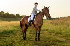silhouettes rid- hästhästar för dressage som hoppar poloryttare, sportvektorn Ridninghäst för ung kvinna på avancerat prov för dr Royaltyfri Foto