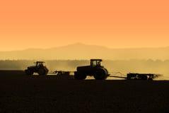 silhouettes traktoren Royaltyfri Fotografi