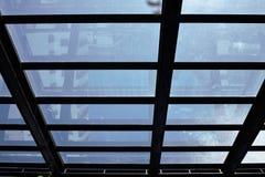 Silhouettez la photo du cadre en acier pour les toits en verre Photographie stock