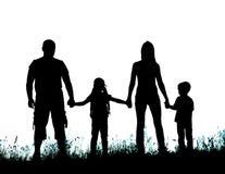 Silhouettez le père, la mère et les enfants tenant des mains Photos libres de droits
