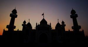 Silhouettieren Sie allgemeine provinzielle zentrale Moschee Pattani über Sonnenuntergang Lizenzfreies Stockfoto