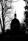 Silhouettieren Sie Ansicht von Glockenturm-Turm auf Schlossberg-Hügel, Graz Lizenzfreie Stockfotografie