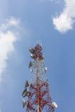 Silhouettieren Sie Bild des Fernsehturms im frühen Morgen Lizenzfreies Stockbild
