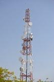 Silhouettieren Sie Bild des Fernsehturms im frühen Morgen Lizenzfreie Stockbilder