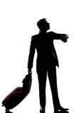 Silhouettieren Sie den Manngeschäftsreisendmann, der die Zeit überprüft Lizenzfreies Stockfoto