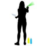 Silhouettieren Sie die Frau, die einen Spray auf einem weißen Hintergrund hält Auch im corel abgehobenen Betrag Stockfotografie