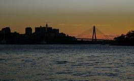 Silhouettieren Sie Fotografie von Anzac-Brücke mit Meerblick, Sydney, Australien stockfotos