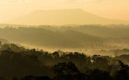 Silhouettieren Sie Hintergrund Nam Nao District, Phetchabun-Provinz in Nord-Thailand Stockfoto