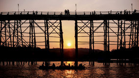 Silhouettierte Brücke bei Sonnenuntergang Lizenzfreie Stockfotografie