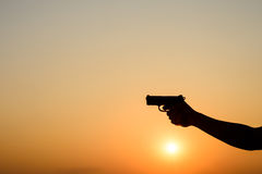 Silhoutte eines Mannes mit einer Pistole Lizenzfreies Stockfoto