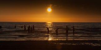 Silhouttes в море Стоковые Изображения