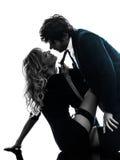 Silhueta à moda 'sexy' dos amantes dos pares Fotos de Stock Royalty Free