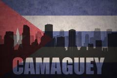 Silhueta abstrata da cidade com texto Camaguey na bandeira do cubano do vintage ilustração royalty free