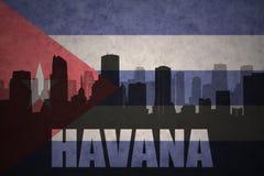 Silhueta abstrata da cidade com texto Havana na bandeira do cubano do vintage ilustração stock