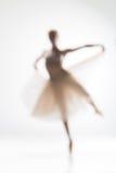 Silhueta borrada da bailarina no fundo branco Fotografia de Stock