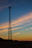 Silhueta celular da torre no por do sol Fotos de Stock Royalty Free